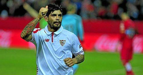 Éver Banega sigue en negociaciones con el Sevilla para renovar.