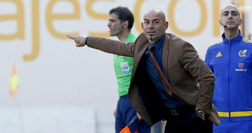 Paco Jémez dirige a sus jugadores.