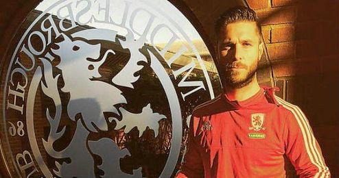 Kike Sola ya posa con la camiseta del Middlesbrough.