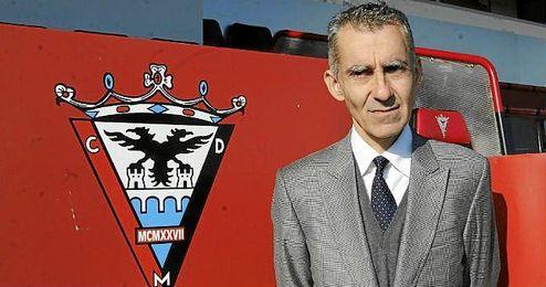 Carlos Terrazas, en su presentación como nuevo técnico del Mirandés en la temporada 2013-2014.