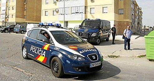 En la imagen, efectivos de la Policia Nacional operando en Sevilla.