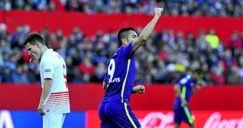 Charles celebra su gol en presencia de Gameiro, autor de un doblete.
