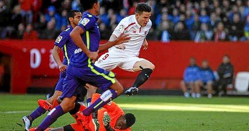 Gameiro marcó un doblete ante su víctima favorita en Liga.