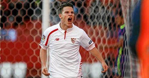 Gameiro celebra uno de los dos tantos conseguidos el pasado sábado en el Sánchez Pizjuán ante el Málaga.