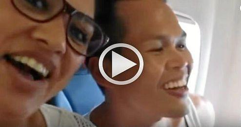 Los actores del Rey Le�n sorprenden a los pasajeros de un vuelo