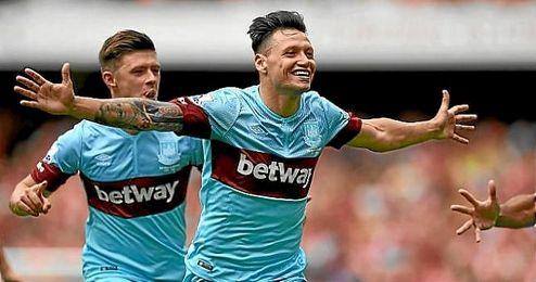 Zárate celebra un gol con el West Ham.