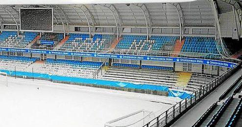 As� luce el estadio del Molde en el invierno noruego.