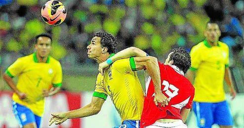 Leandro Damiao acumula 18 internacionalidades con Brasil entre 2011 y 2013.