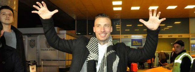 Alexis llegó a Turquía aclamado por los aficionados otomanos