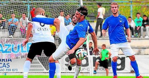 En la imagen, el centrocampista del Écija Lolo Armario.