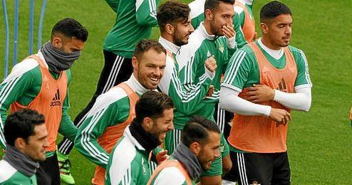 Imagen del entrenamiento de hoy del Real Betis en la Ciudad Deportiva.