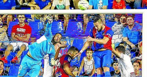 La última aparición de Beto en la portería del Sevilla fue contra el Levante.