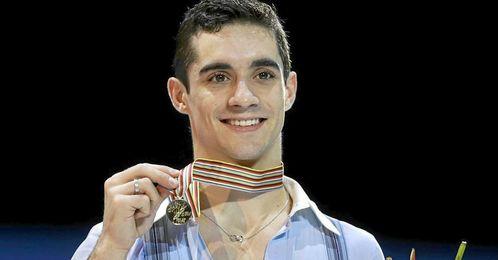 Javier Fernández posa con su flamante medalla de oro.