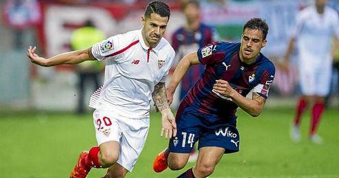 En la imagen, Vitolo y García en un lance de juego del partido de ida.
