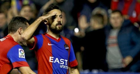 En la imagen, Morales celebrando un gol.