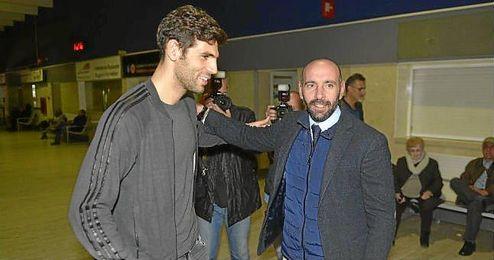 Monchi recibi� a Fazio en el Aeropuerto de San Pablo.