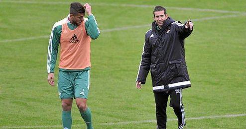 Tarek, en un entrenamiento junto con Merino.