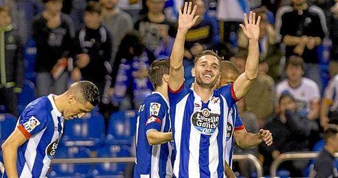 Lucas P�rez celebra un gol.