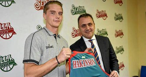 Hakanson ha sido presentado hoy con el CB Sevilla.