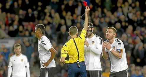 Mustafi, tras ver la cartulina roja ante el Barcelona en Copa.