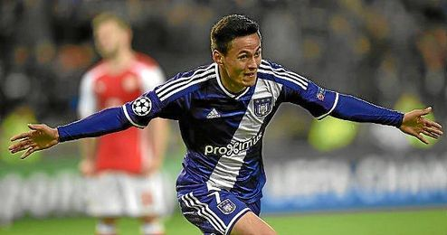 El extremo hondureño Nájar celebra un gol con el Anderlecht.