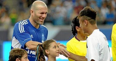 El francés y el brasileño, juntos en un amistoso solidario.