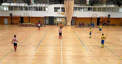 Imagen del partido disputado entre el Sporting Constituci�n y el Mundoseguros Triana.