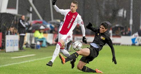 El Sevilla cay� ante el Ajax en Holanda.