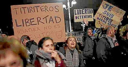 Manifestación en favor de los titiriteros.
