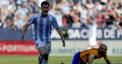 Juanpi celebra un gol en el Málaga-Barcelona.