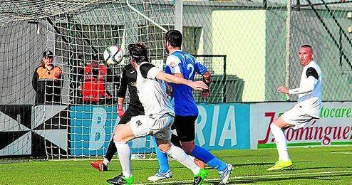 Lance del Ceuta-Écija disputado el pasado sábado en el Murube (2-1).