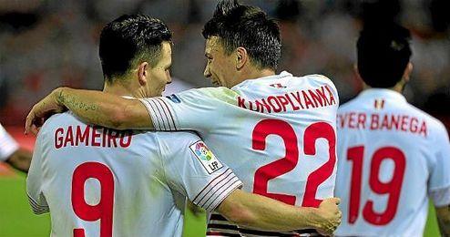 Entre Gameiro, Konoplyanka y Banega suman la nada despreciable cifra de 31 goles.