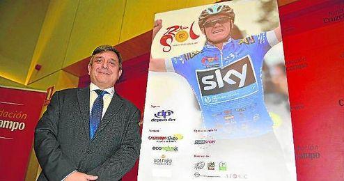 Joaqu�n Cuevas posa durante la presentaci�n de la inminente Vuelta a Andaluc�a.