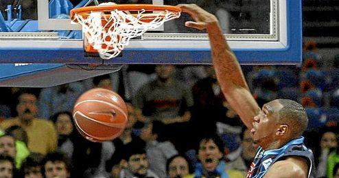 Cedric Simmons no podrá incorporarse en el Baloncesto Sevilla.