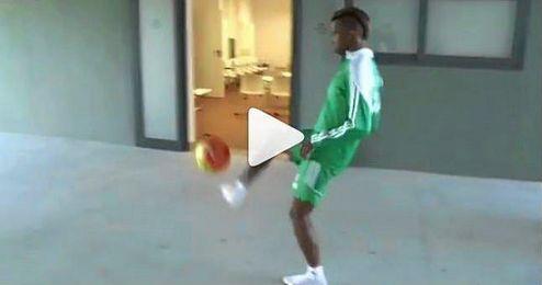 El belga se pasa al baloncesto.