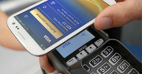 En la imagen, la forma de pago por tecnolog�a NFC, que consiste en acercar el tel�fono al TPV.