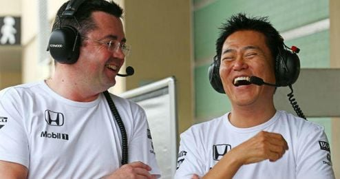 En la imagen, Yasuhisa Ara junto a Eric Boullier.