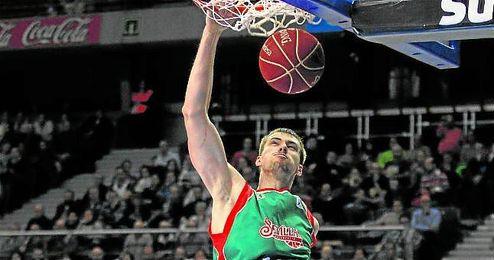 Ondrej Balvin, p�vot del CB Sevilla.
