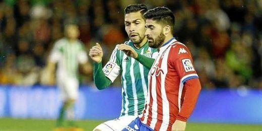 Imagen del partido entre Betis y Sporting en el Villamar�n.