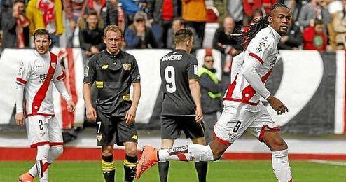 El Sevilla desaprovecha en Vallecas una gran ocasi�n para sumar los tres puntos.