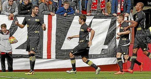 Iborra celebra su gol en Vallecas.