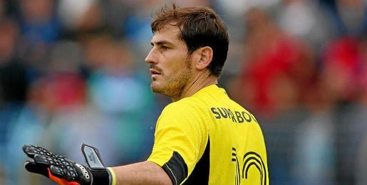 Casillas, defendiendo la porter�a del Oporto.
