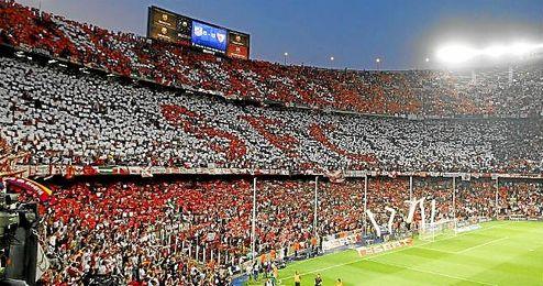 El último desplazamiento de la afición del Sevilla a una final de Copa fue al Camp Nou.