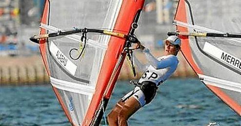 En la imagen, Marina Alabau disputando una jornada de clase RS:X de vela.
