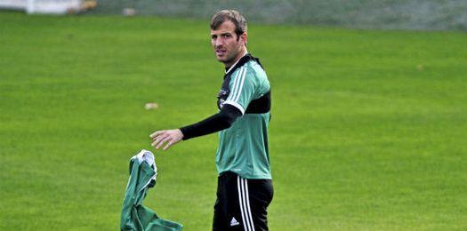 Van der Vaart, durante un entrenamiento del Betis.