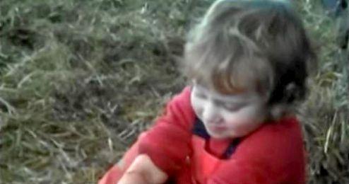 Imagen del niño en acción.