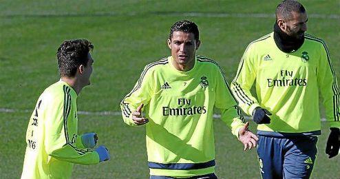 En la imagen, Benzema participando en el entrenamiento en Valdebebas junto a Cristiano y Kovacic.