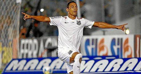 Oliveira celebra un gol con el Santos.