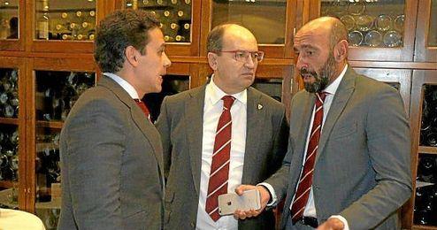 Monchi, durante un acto del club con Castro y Del Nido Carrasco.