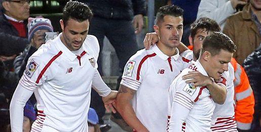 Iborra, celebrando el tanto de Vitolo junto a sus compañeros.